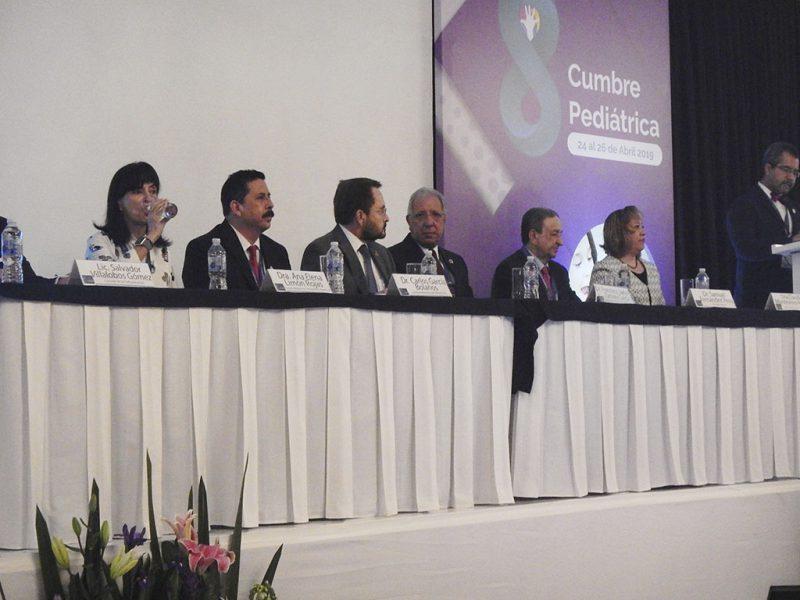 8a-Cumbre-Pediatrica-Sociedad-Mexicana-Pediatria-_0003_presidium 8a Cumbre SMP 004